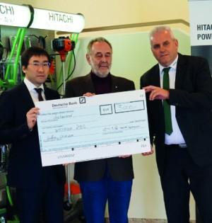 Masami Nakagawa (Geschäftsführer Hitachi Power Tools), Karl‐ Heinz Schayen (stellv. Vorsitzende des Landesverbandes NRW/Rheinland des Weißen Rings), Klaus Jourdan (Vertriebsleiter Hitachi Power Tools)