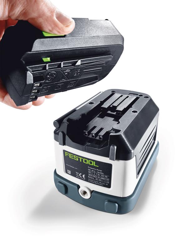 SYSROCK lässt sich entweder mit dem im Lieferumfang enthaltenen Netzkabel oder mit allen Festool LiIon Akkupacks von 10,8 – 18 V betreiben.