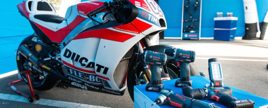 Moto-GP Ducati von Andrea-Dovizioso Startnummer 04