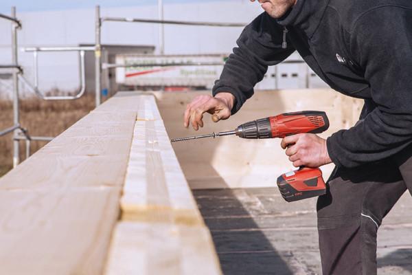 Die selbstbohrenden Holzbauschrauben sind für Verbindungen in natürlichem beziehungsweise naturnahmen Holz geeignet