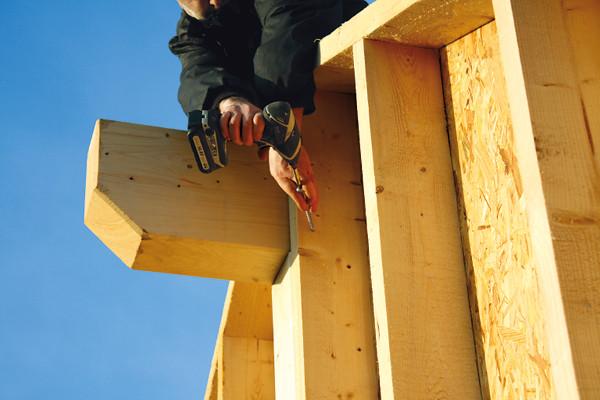 Mit der Tellerkopf XL sind viele Anwendungen im professionellen Holzbau möglich, etwa Pfettenbefestigungen im Holzrahmenbau