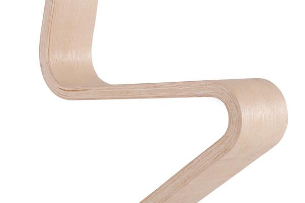 Die-Z-förmiger Schwinge unterstützt das aktive Sitzen.