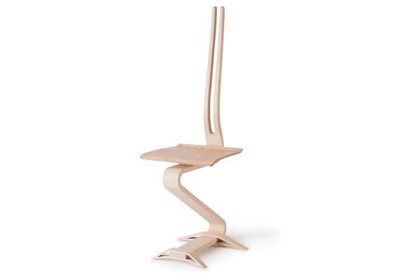 EGON vereint Form und Funktion. Der durchgehende Holm schafft ein neues Sitzgefühl.