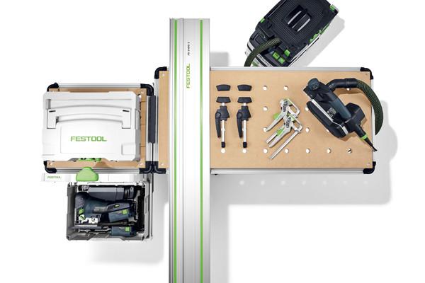 Die mobile Werkstatt MW 1000 verfügt über eine flexible Arbeitsfläche, die sich individuell einrichten lässt.