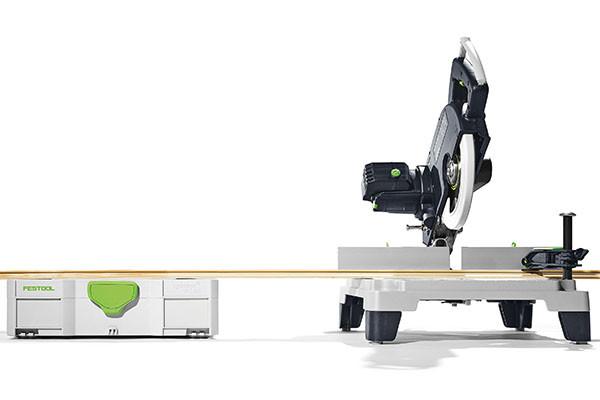 Die zusätzlichen Füße erhöhen den Arbeitstisch der SYM 70 exakt auf die Höhe des Systainer SYS 1