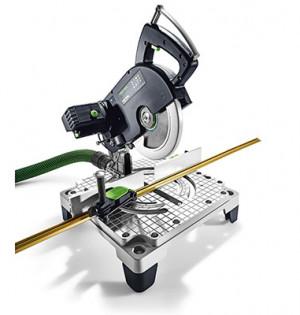 Auch lange Werkstücke lassen sich sicher und einfach mit der Werkzeugklemm befestigen.