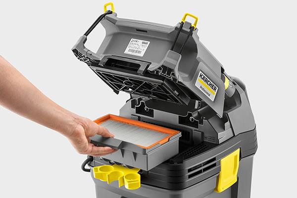 Flachfaltenfilter sind bei großer Filterfläche sehr kompakt gebaut. Praktisch: Der Wechsel kann ohne direkten Schmutzkontakt erfolgen.