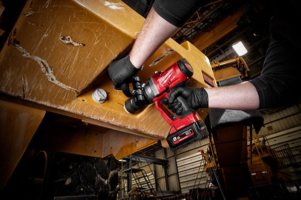 M18 FUEL w/ ONEKEY 1″ High Torque Impact Wrench