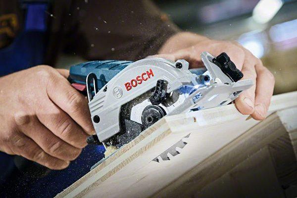 Bosch 12 Volt Handkreissäge GKS 12V-26 Professional. Gewicht: 1,4 kg. Schnitttiefe: 22,5 mm.