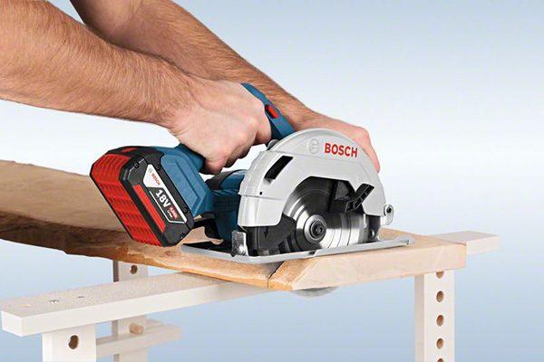 Bosch 18 Volt Handkreissäge GKS 18V-57 Professional. Gewicht: 4,0 kg. Schnitttiefe: 55 mm.