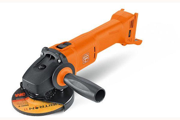 Fein 18-Volt Winkelschleifer CCG 18-115 BL. Gewicht: 2,8 kg. Scheibendurchmesser: 115 mm.