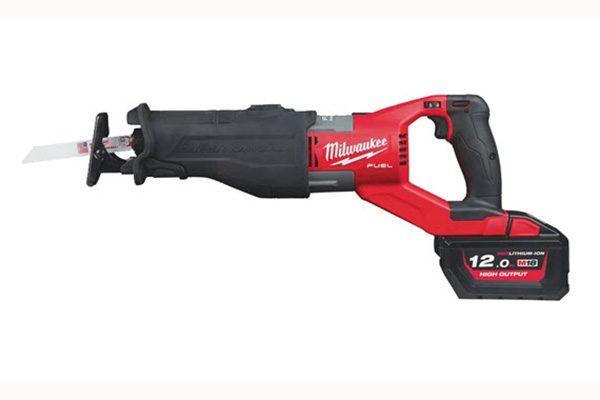 Milwaukee 18 Volt Säbelsäge M18 FSX-121C. Gewicht: 5,5 kg. Hublänge: 32 mm.