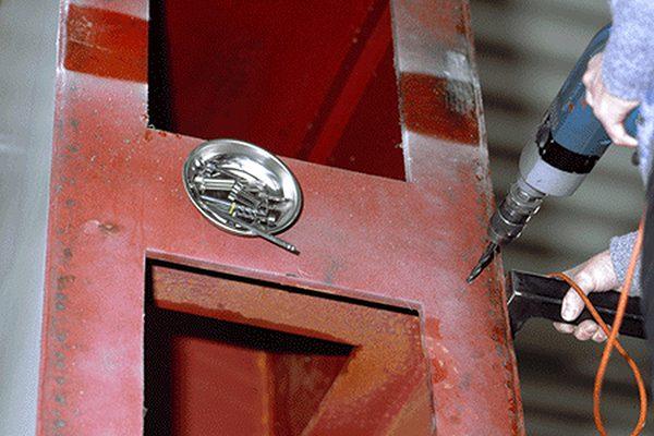 Werkzeuge und Kleinteile sind sicher verwahrt und griffbereit – sogar bei Arbeiten an senkrechten Flächen oder über Kopf.