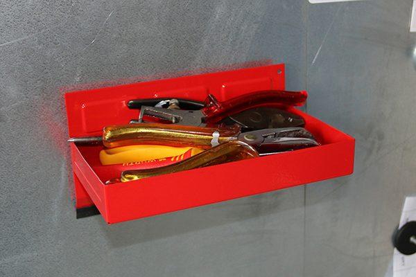 Für Werkzeuge und Kleinteile eignen sich spezielle magnetische Werkzeugschalen.