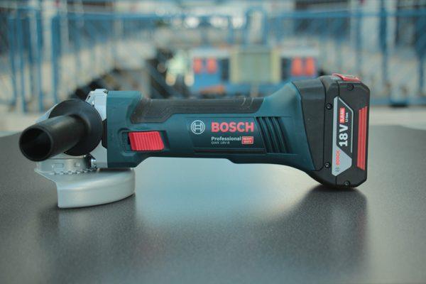 Der Bosch Akku-Winkelschleifer GWX 18V-8