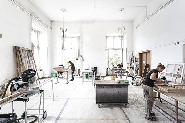 Schreinerei Pfau bearbeitet Fenster im Residenzschloss Darmstadt