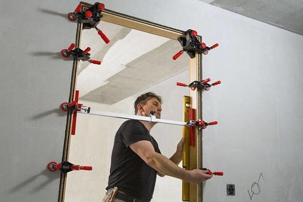 Türfutter-Montagewerkzeuge auf der Holz-Handwerk 2020