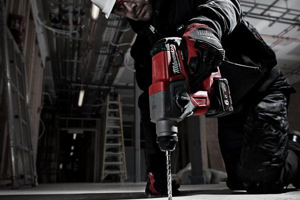 Milwaukee Akku-Bohrhammer M12 CH-602X Baustelle