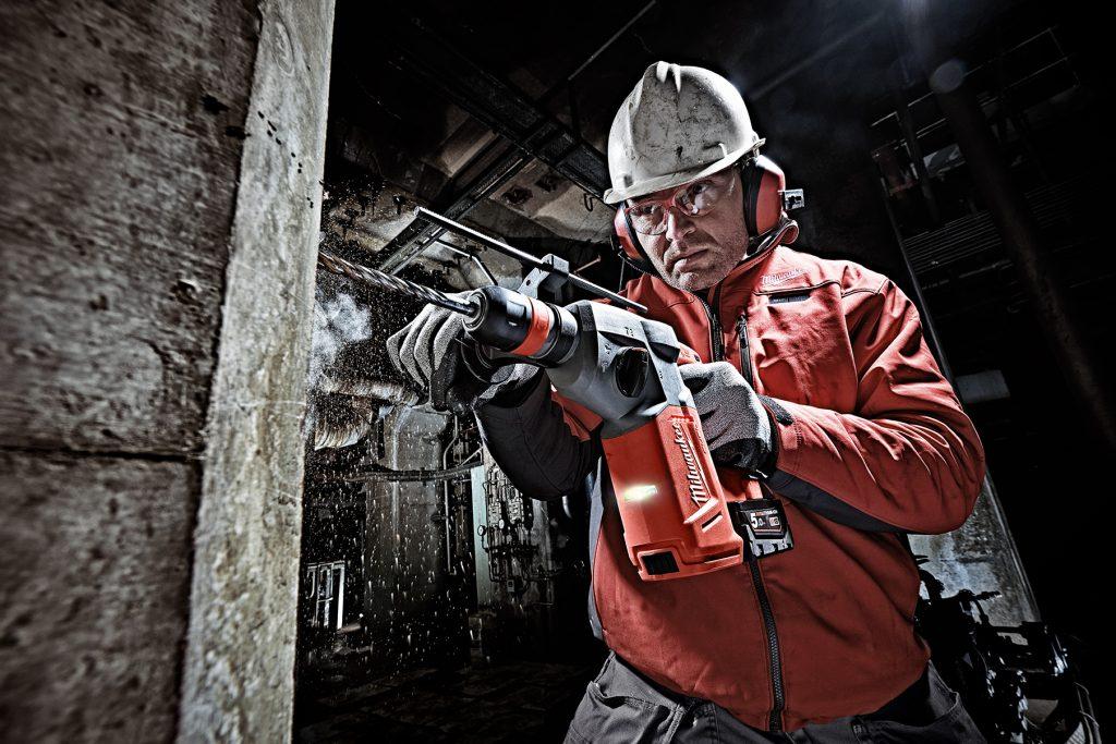 Milwaukee Akku-Bohrhammer M18 CHX-502X Baustelle