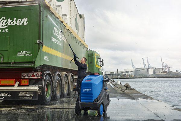 Nilfisk-MH truck