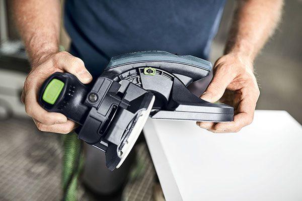 Mit der werkzeuglosen Winkelverstellung können auch freie Winkel abgenommen und arretiert werden.