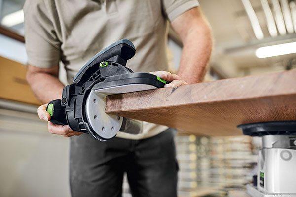 Der Gleitbelag auf der Gleitplatte kann je nach Oberfläche einfach und schnell ausgetauscht werden.