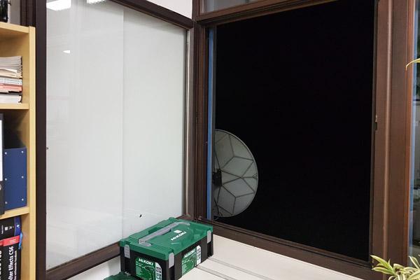 20:00 Uhr: Wir gehen über zum Stoßlüften. Fenster und Türen wieder weit auf.