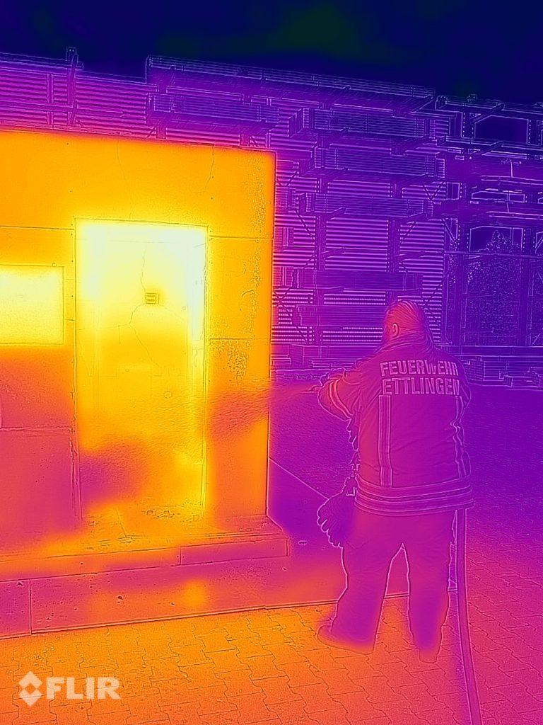 Das CAT S62 Pro ist für Feuerwehrleute interessant und für alle, die beruflich mit Wärme und Hitze zu tun haben.