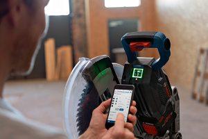 Erste Akku-Kapp- und Gehrungssäge mit User Interface und Connectivity.