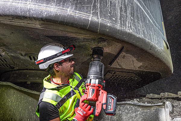 Lange Laufzeit, starke Leistung – die Bauform mit D-Handgriff bietet Vorteile bei der Arbeit mit hohen Drehmomenten.