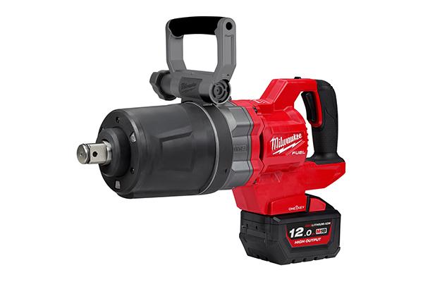 Bis zu 2.711 Nm Lösemoment – der neue 18 Volt-Akku-Schlagschrauber mit D-Griff setzt neue Maßstäbe und kann kabelgebundene und pneumatisch betriebene Werkzeuge ersetzen.