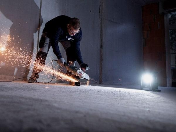 Der Arbeitsstrahler 6050 von Brennenstuhl bietet 6200 Lumen