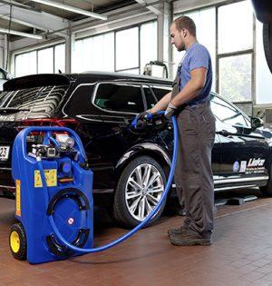 In der Werkstatt mobil AdBlue tanken – kein Problem mehr dank CEMO Akku-Trolley.