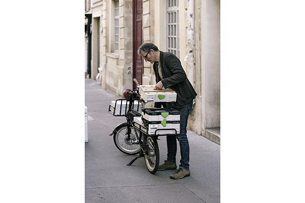 Nach getaner Arbeit packt der mobile Schreiner seine Werkstatt zusammen.